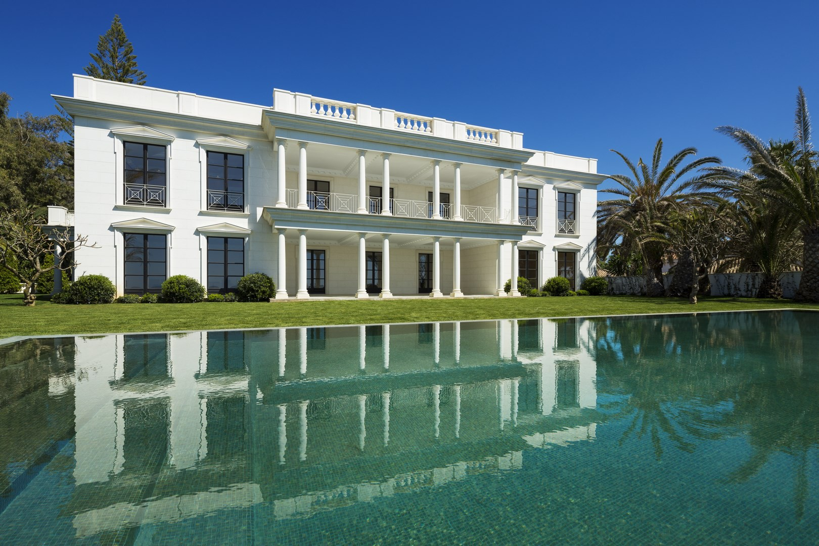 REPRÄSENTATIVE VILLA IN GUADALMINA BAJA IN MARBELLA